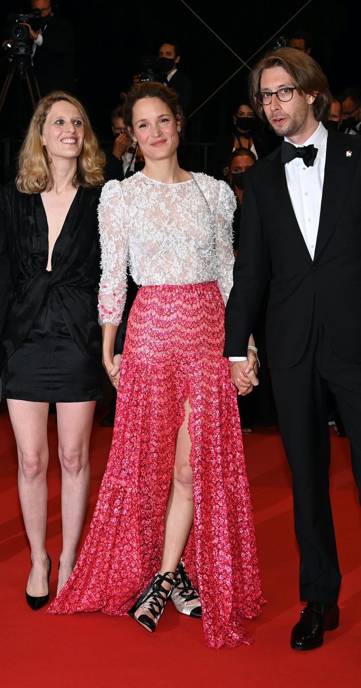 Mia Hansen-Løve, Vicky Krieps and Hampus Nordenson on the carpet