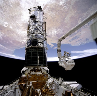 fixing Hubble mirror in space