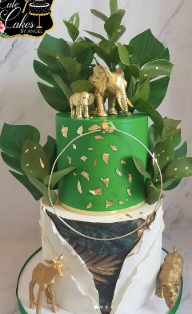 Cake topped with elephant and rhinos