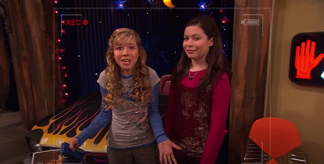 All 5 seasons of iCarly are streaming on Paramount+.