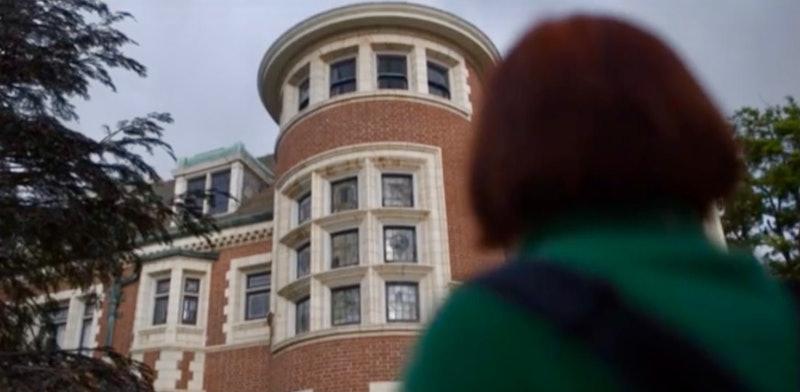 Scarlett (Sierra McCormick) arrives at Murder House in 'American Horror Stories' Episode 1