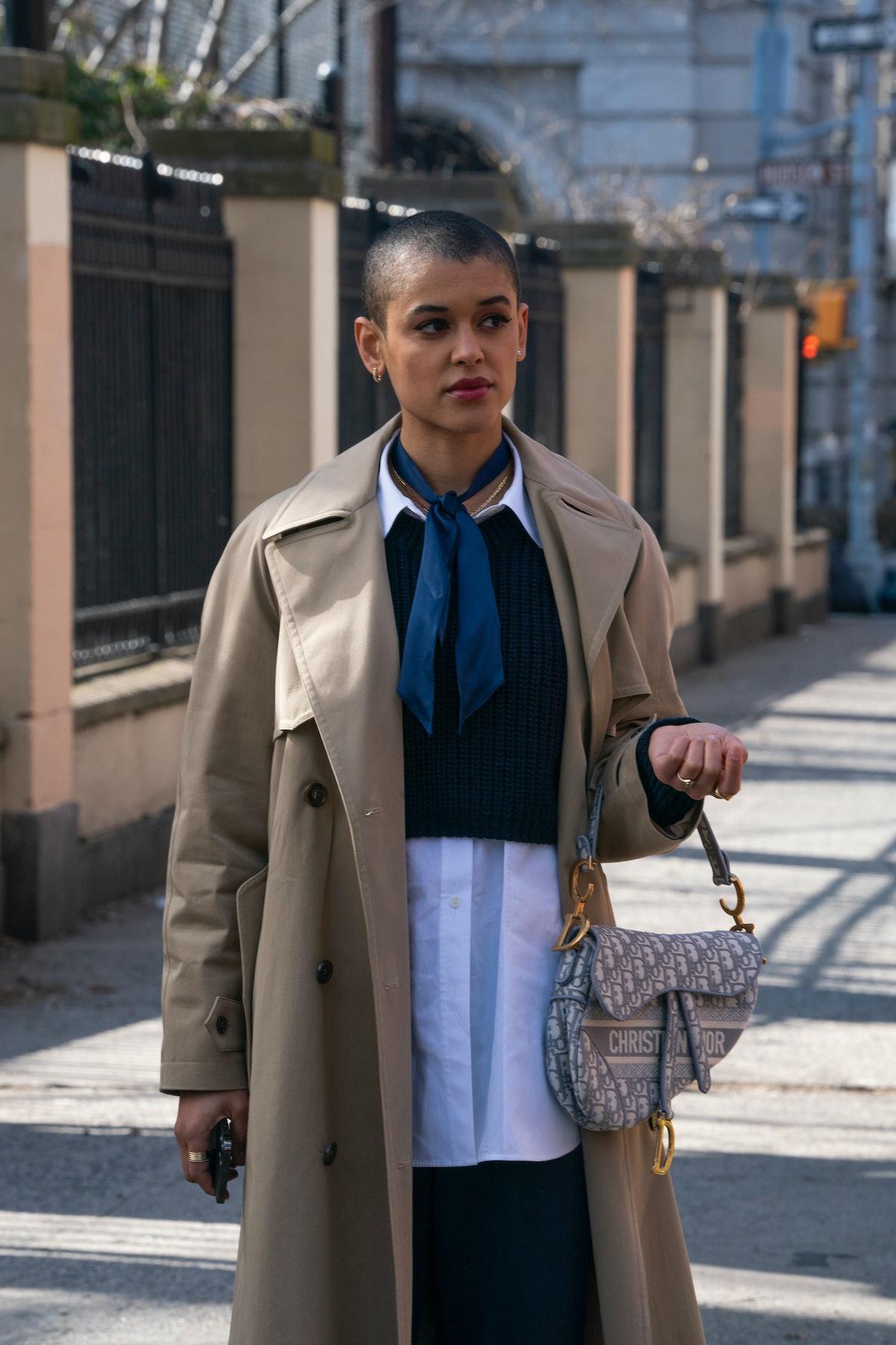 Julien Calloway (Jordan Alexander) in 'Gossip Girl' holding a Dior saddle bag.