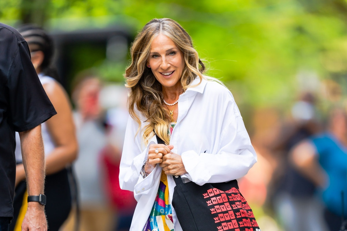 Carrie Bradshaw with tote bag.