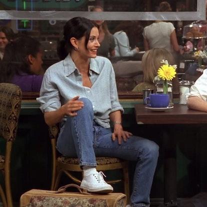 Courtney Cox as Monica Seller on season 1 of Friends