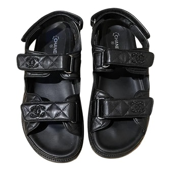 Pre-owned Chanel quilted leather sandals in chunky 'dad' style on Vestiaire Collective.
