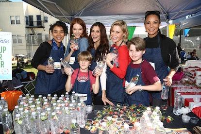 Julie Bowen and her children at a volunteer event.