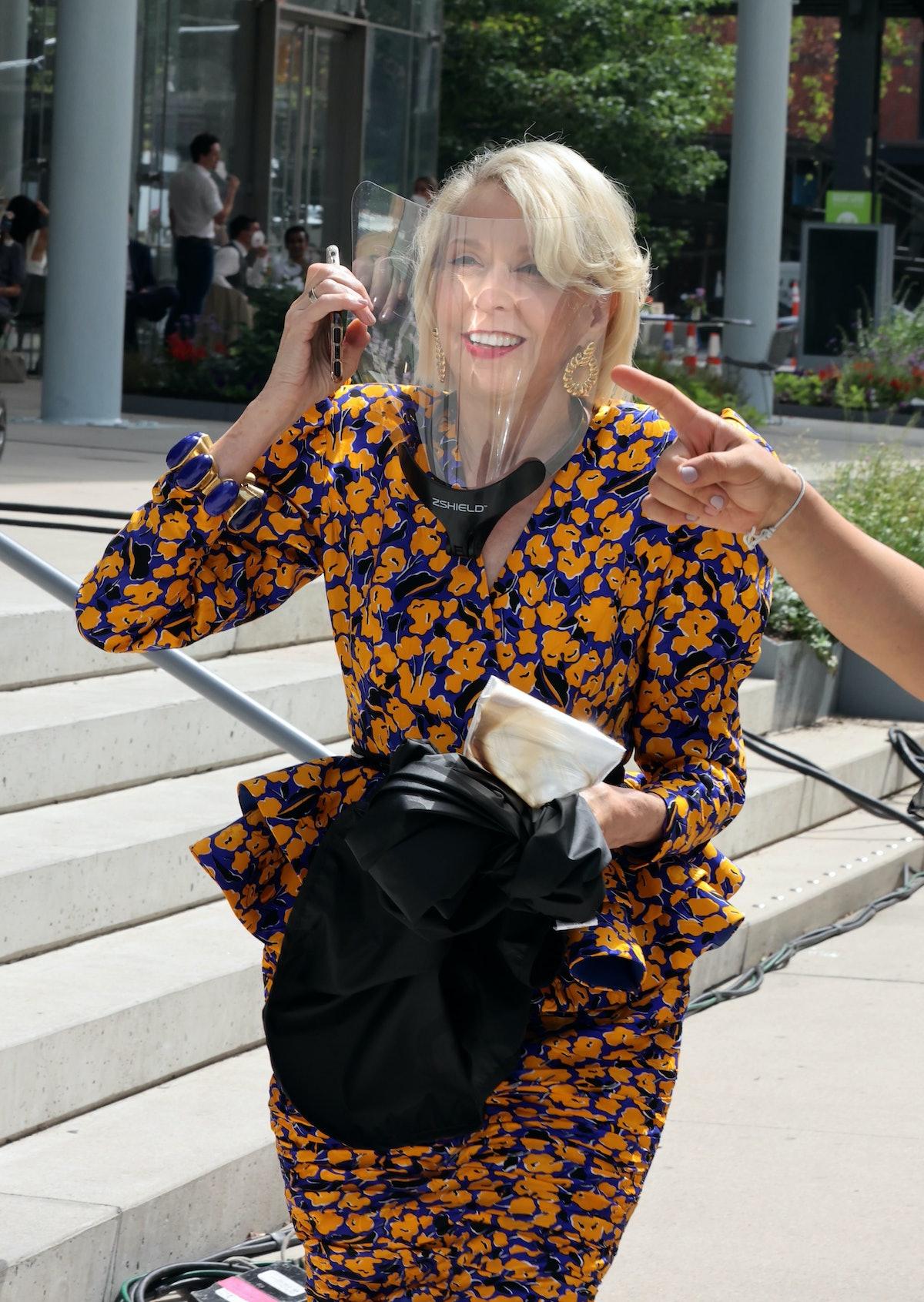 جولی هالستون در صحنه فیلمبرداری