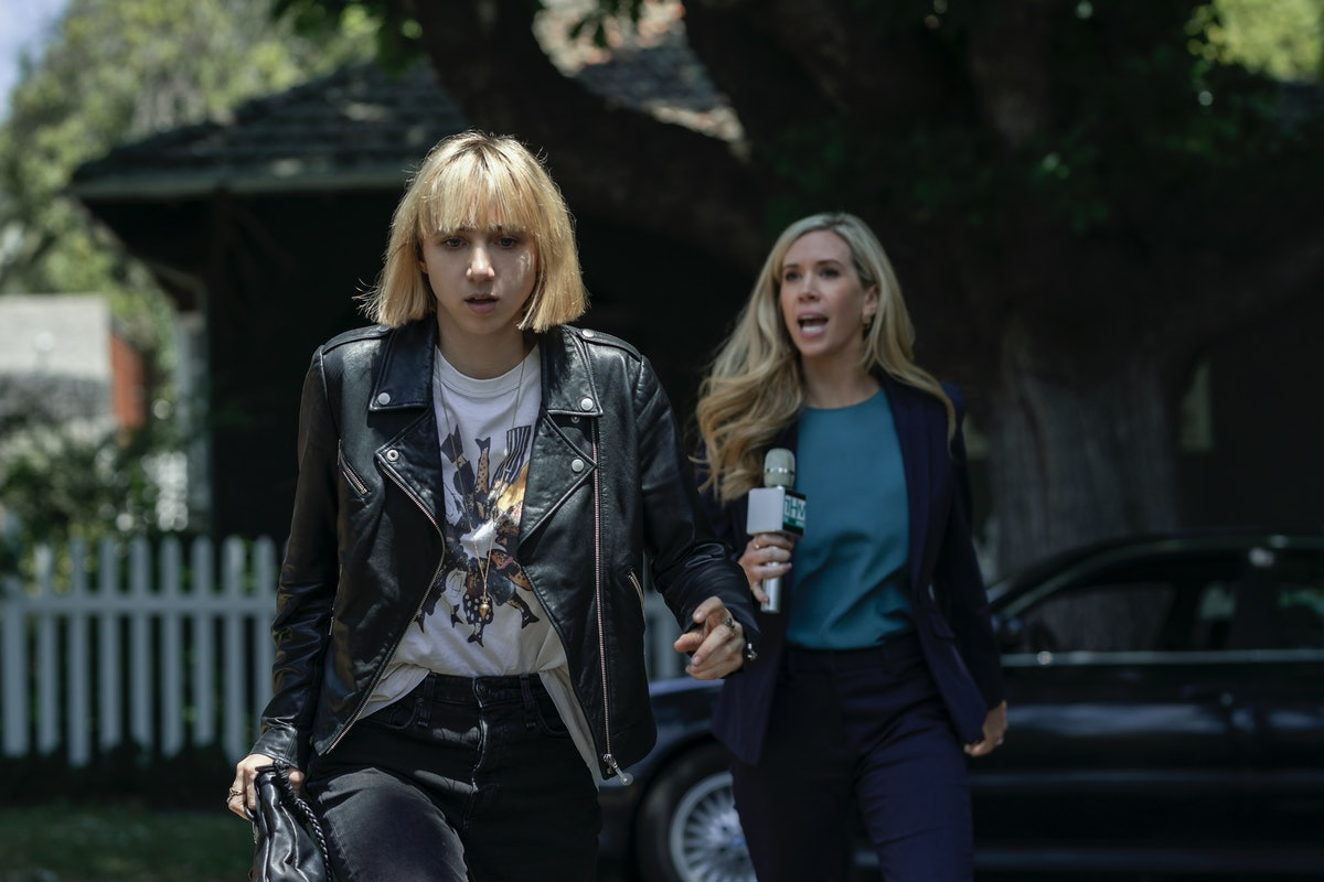 Zoe Kazan as Pia Brewer and Jessie Collins as Emma Beesley in 'Clickbait'