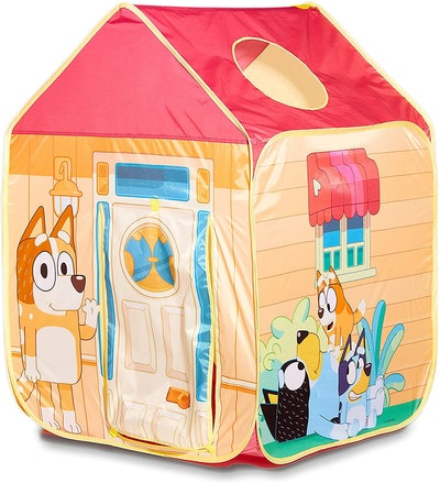 """Tent that looks like the house from """"Bluey"""" and featuring characters from """"Bluey"""""""