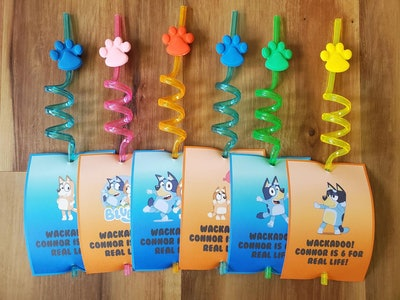 """Six twisty straws with paw prints and cards that feature characters from """"Bluey"""""""