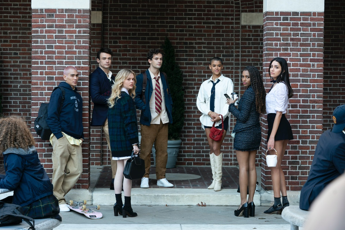 The cast of HBO Max's 'Gossip Girl' pose.