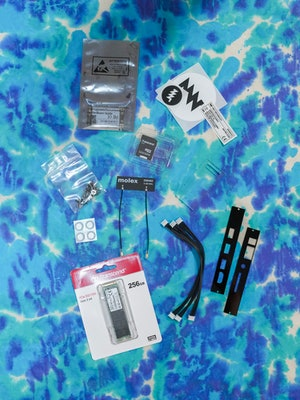 MNT Reform review: Components laid out. assembly. DIY.