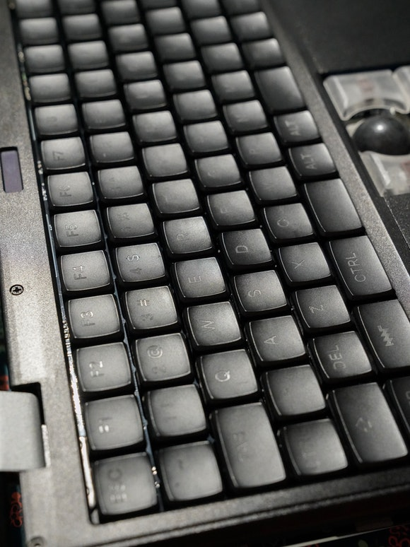 MNT Reform review: mechanical keyboard with Kailh Choc Brown switches