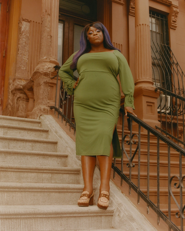 Yola in a green dress