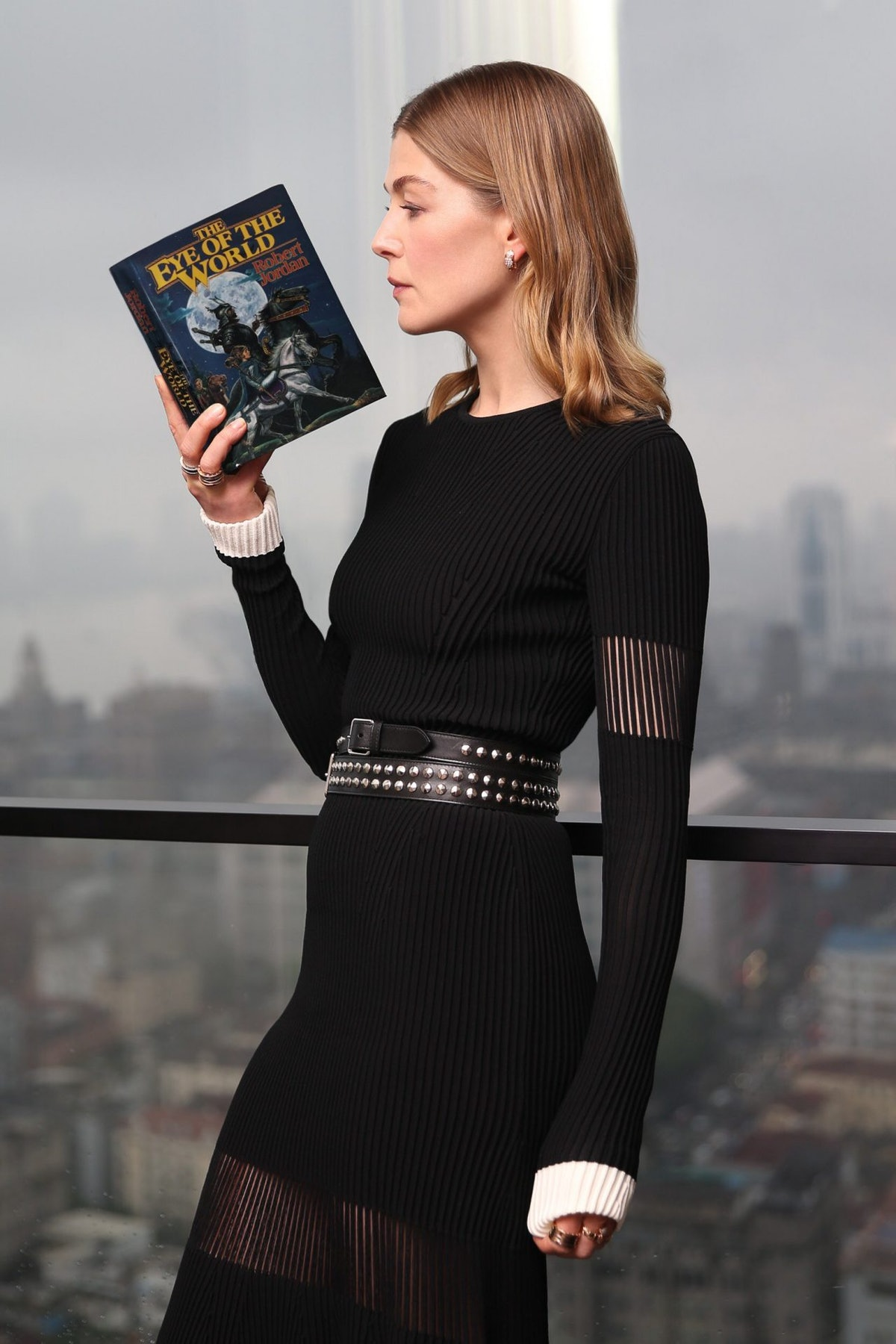 Rosamund Pike, who plays Moiraine Sedai, reading 'The Wheel of Time's first novel, 'The Eye of the W...