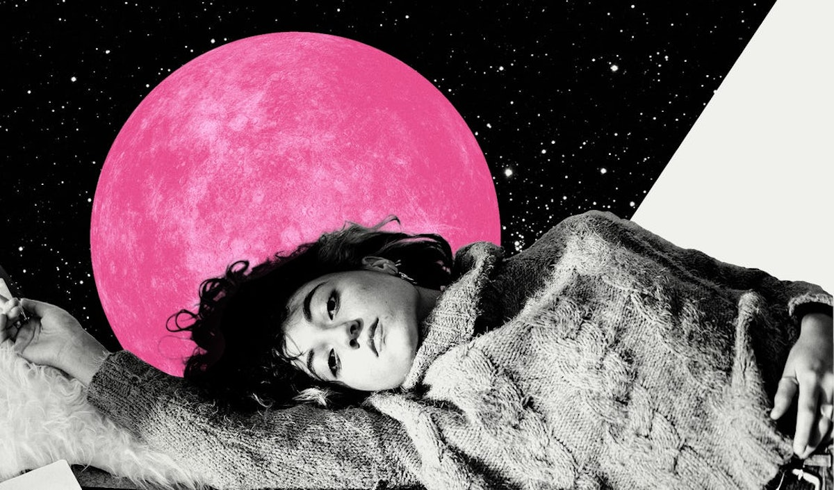 Young woman in front of a pink planet, showing the six retrograde planets in August 2021.