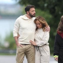 Jennifer Lopez showed her devotion to Ben Affleck with a new nameplate necklace.