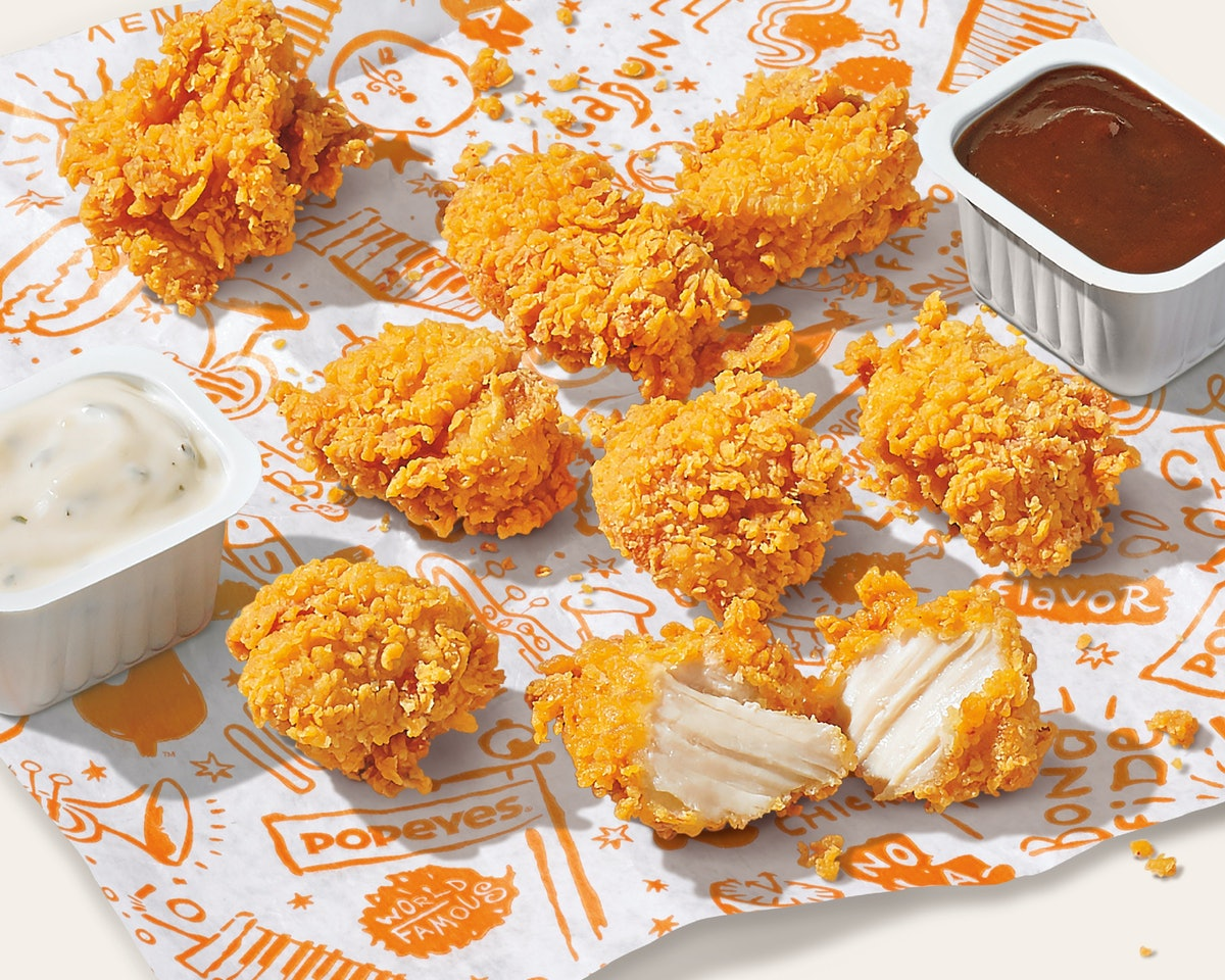 Here's what Popeyes' Chicken Nuggets taste like with two sauces.