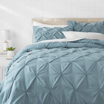 Amazon Basics Pinch Pleat Bedding Set (3 Pieces)