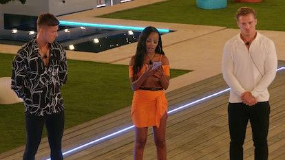 Rachel Finni enter the 'Love Island' villa.