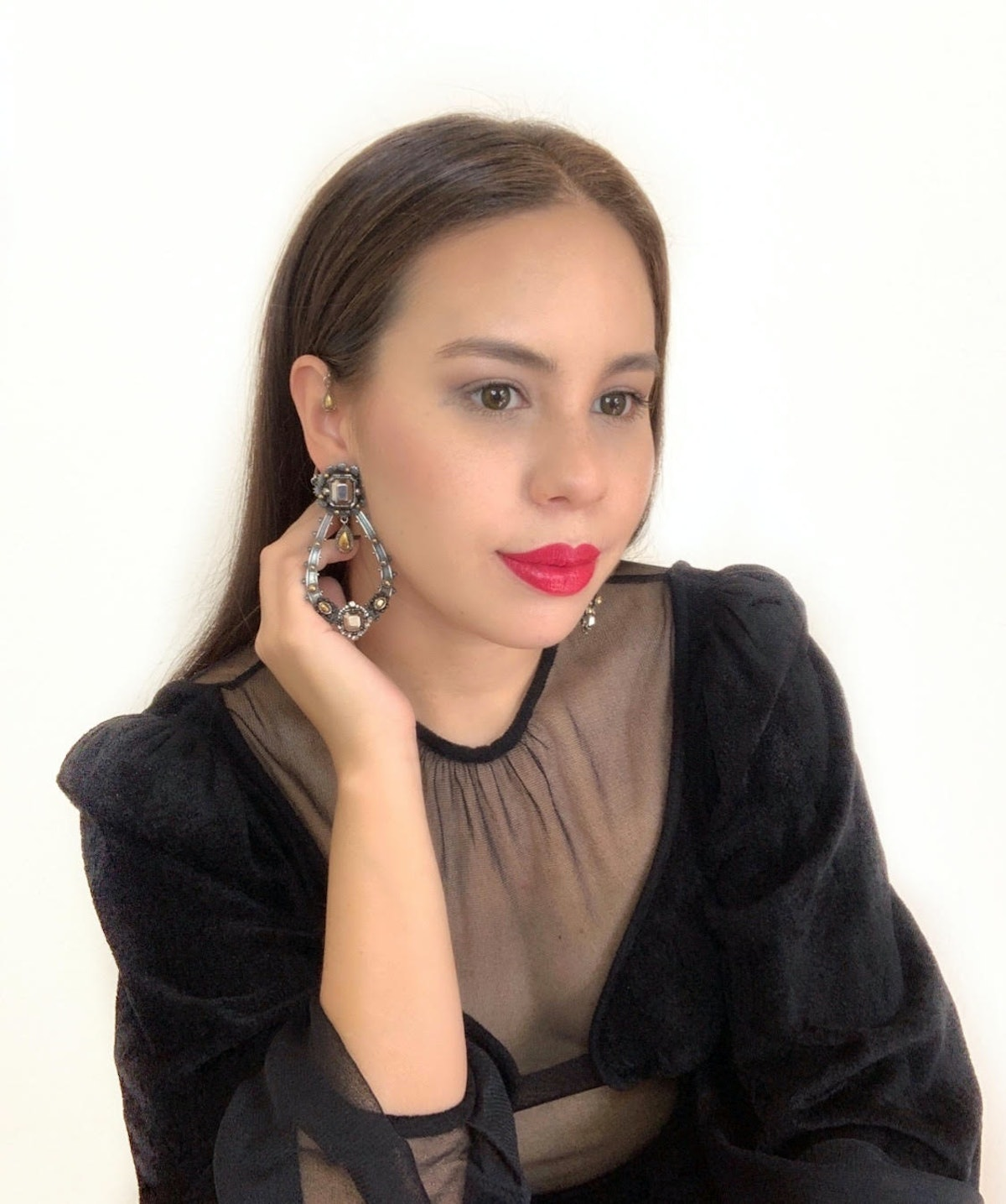 Gen Zer Nathaly, 25, in a bold lip and soft glam makeup to celebrate post-pandemic summer.