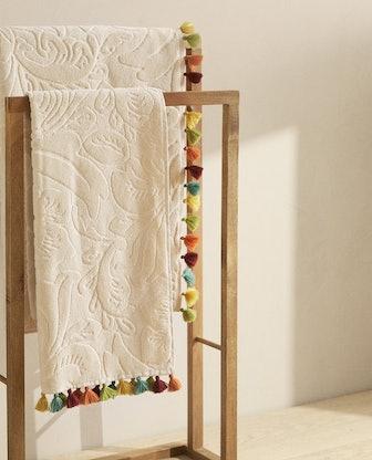 Floral Jacquard Towel w/ Tassels