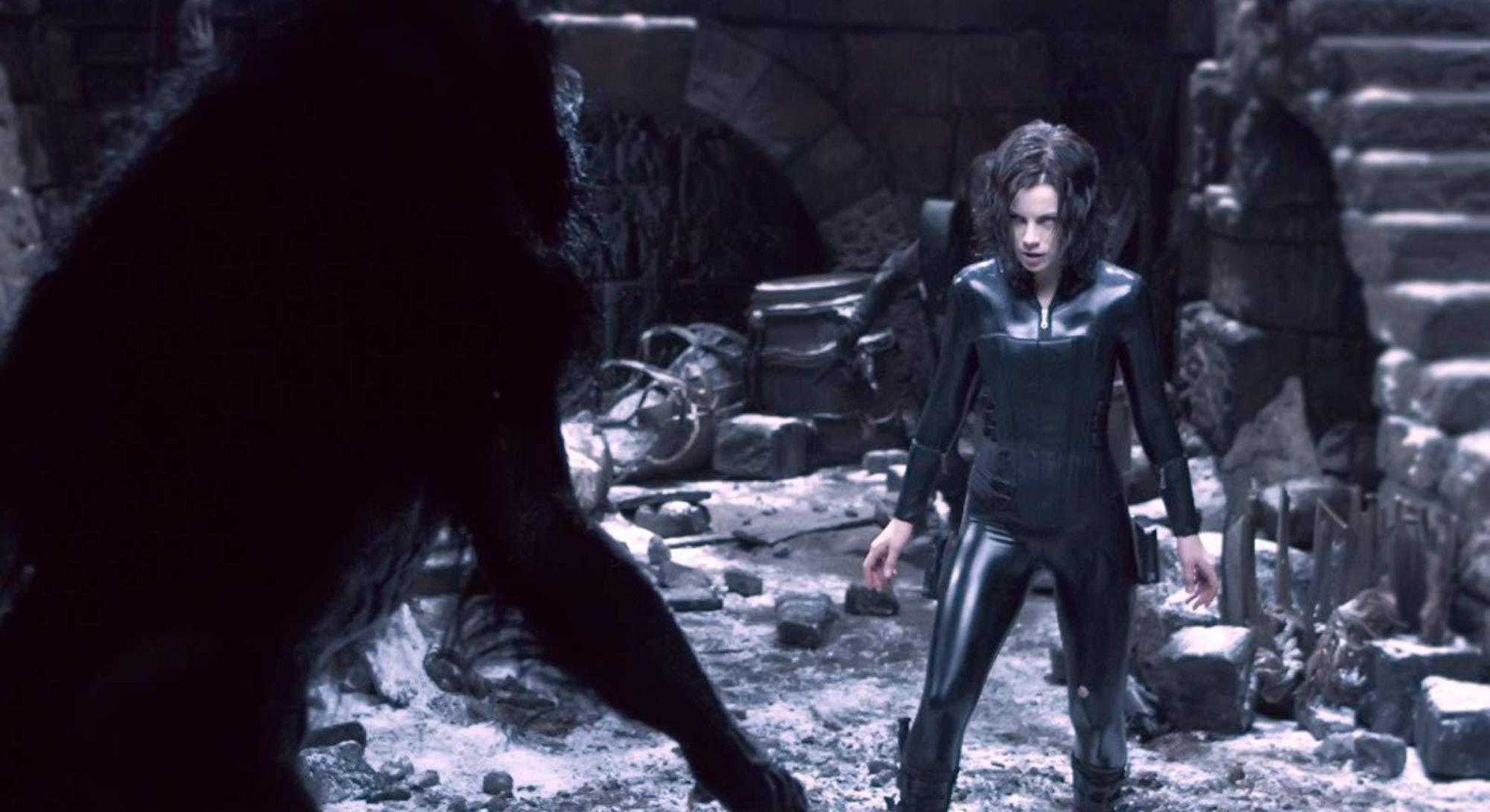 kate beckinsale fighting werewolf in underworld evolution