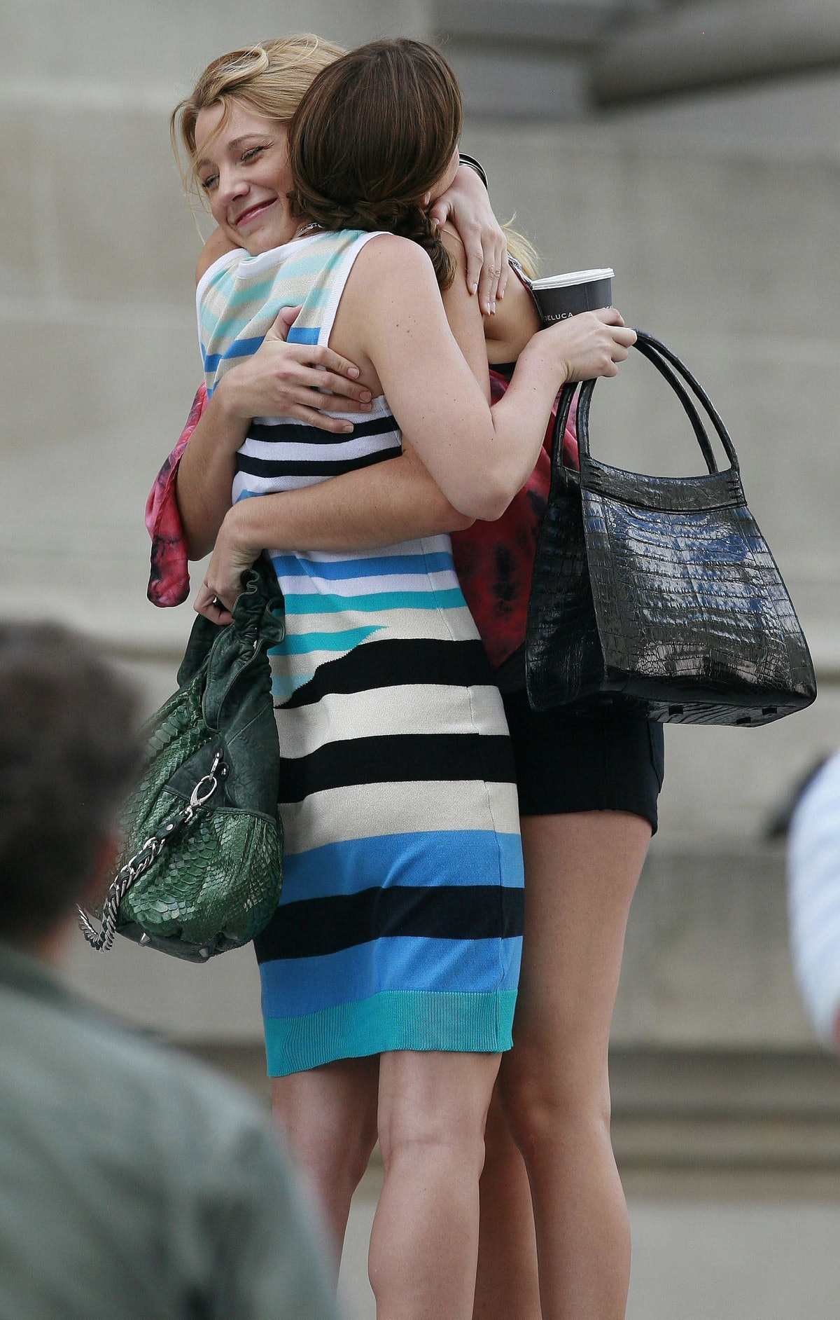 Blake Lively & Leighton Meester as Serena and Blair, hugging on the set of 'Gossip Girl' before the reboot.