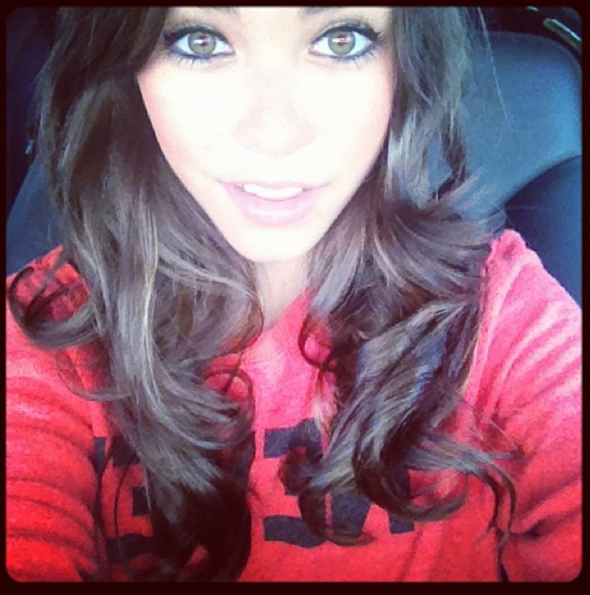 Madison Beer in 2012 wearing a thick ring of eyeliner