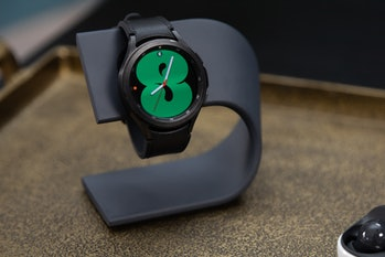 Samsung Galaxy Watch 4 Classic: hands-on black stainless steel design, rotating bezel