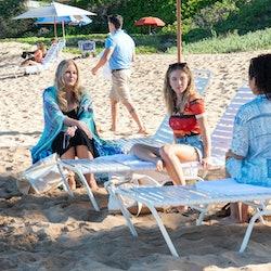 Jennifer Coolidge, Sydney Sweeney, Brittany O'Grady in a scene from The White Lotus, Season 1 Episod...