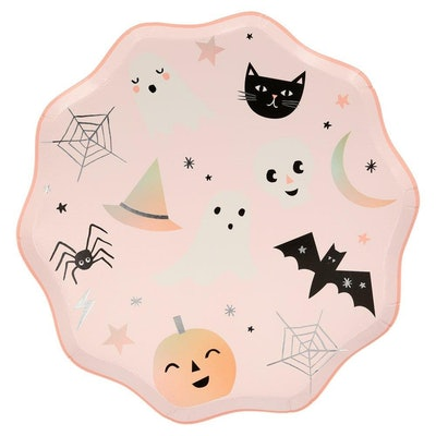 Pink paper plate with Halloween symbols (ghosts, witches, pumpkins)