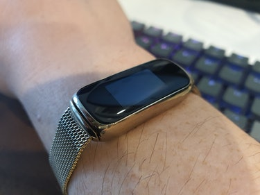 Behold the Fitbit Luxe's massive bezels surround its tiny touchscreen.