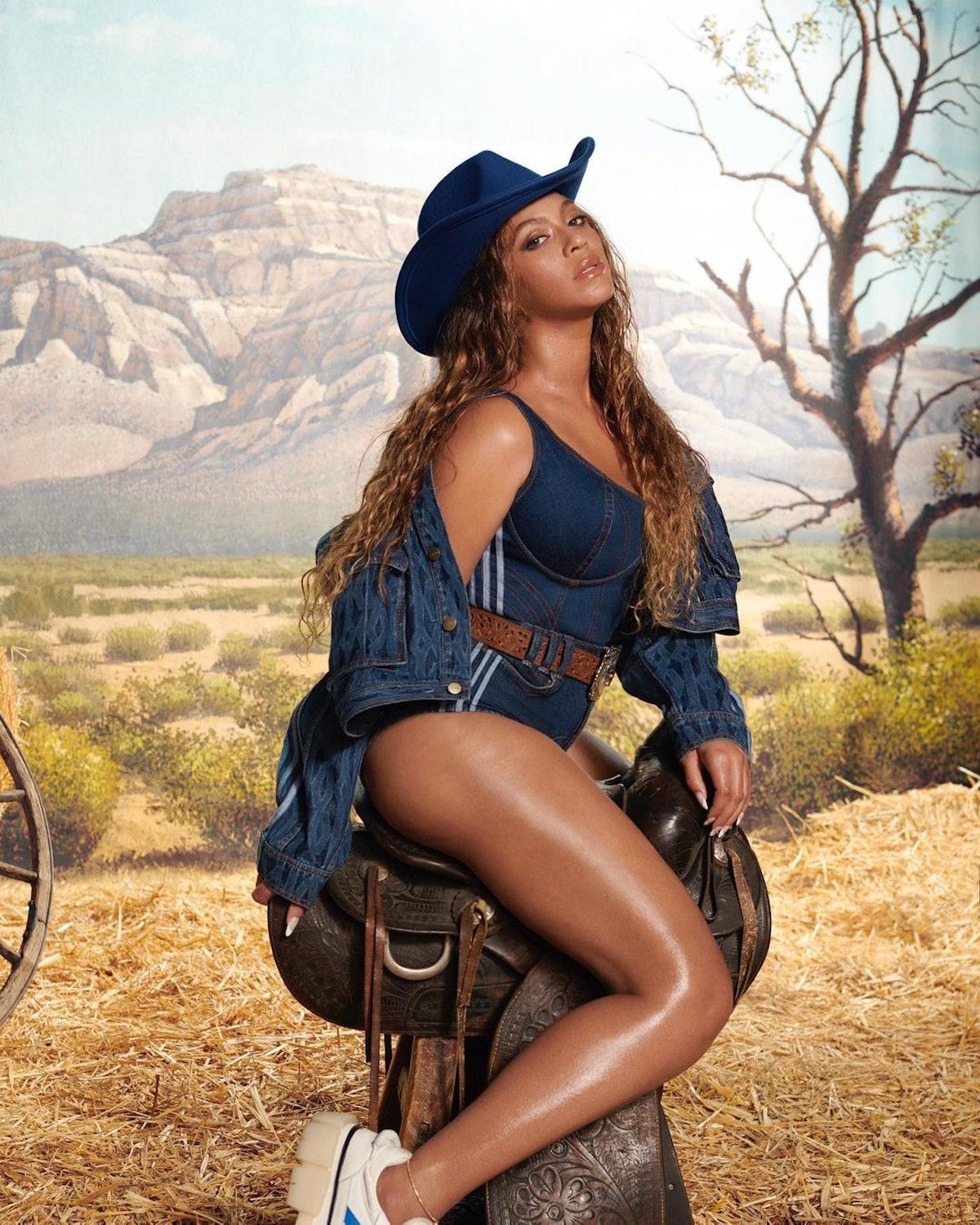 Beyonce in cowboy hat!