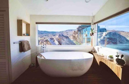 Airbnb bathroom in Flamingo Heights, California.