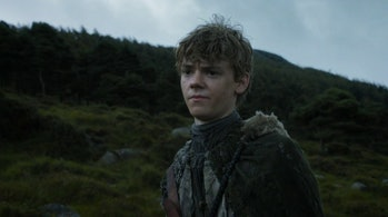 Jojen Reed standing next to a hill in Game of Thrones