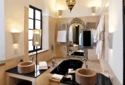 Riad Farnatchi hotel bathroom