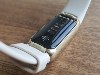 Fitbit Luxe rear showing various sensors and the clasps for changing the straps