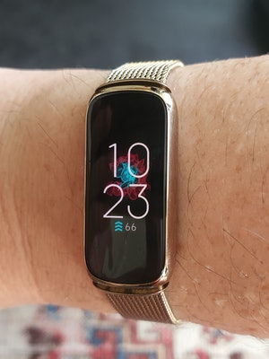Fitbit Luxe and mesh bracelet