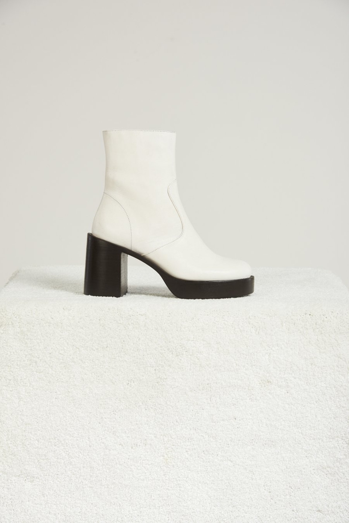 Low Raid boot in White from Simon Miller.