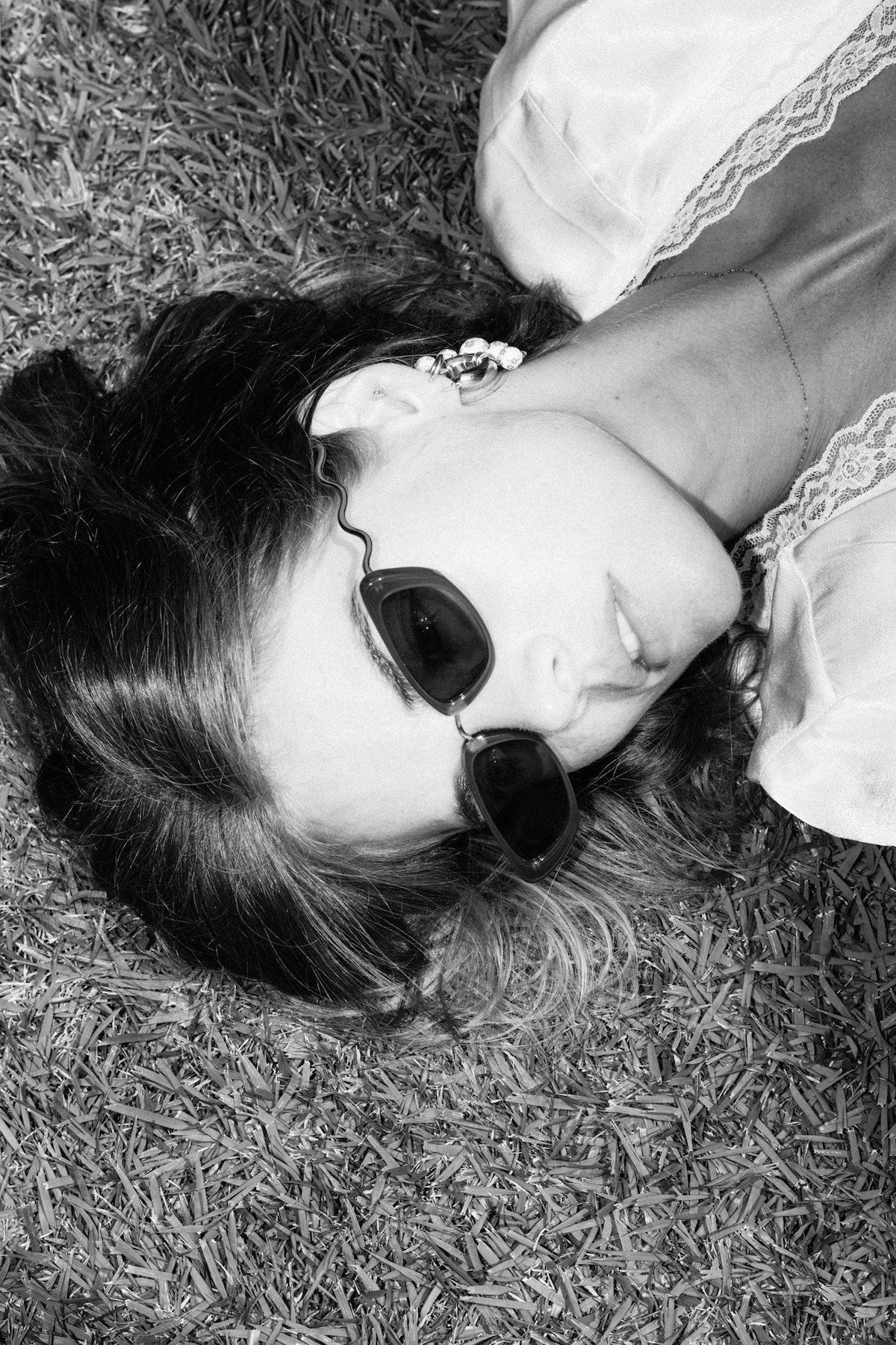 Samara Weaving wearing sunglasses