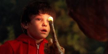 E.T. says goodbye to Elliott
