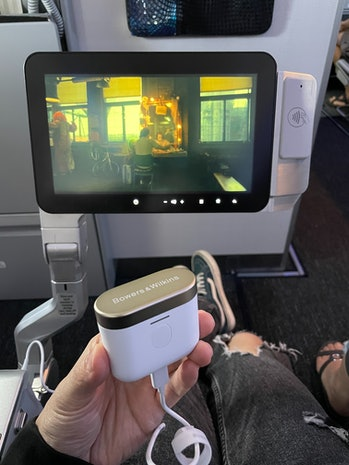 Bower & Wilkiins PI7 review: setup for in-flight movies on plane using USB-C-to-3.5mm cable