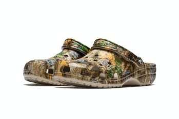 crocs classic clog thisisneverthat realtree camouflage jibbitz