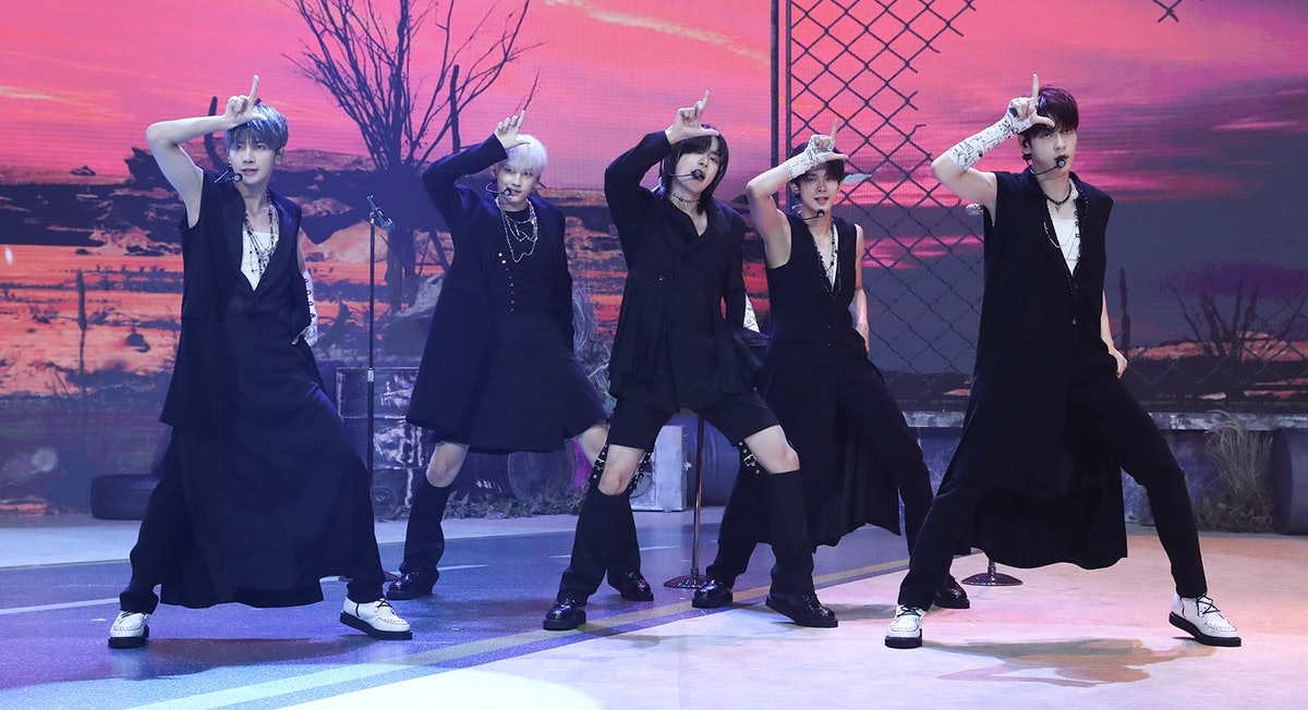 """A screenshot from TXT's """"Loser=Lover"""" media showcase performance."""