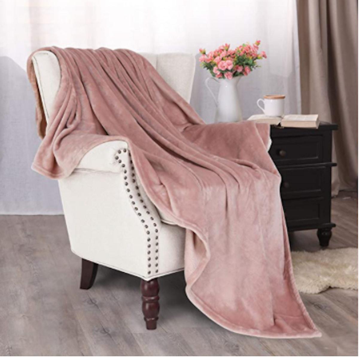 Exclusivo Mezcla Luxury Flannel Velvet Plush Throw Blanket