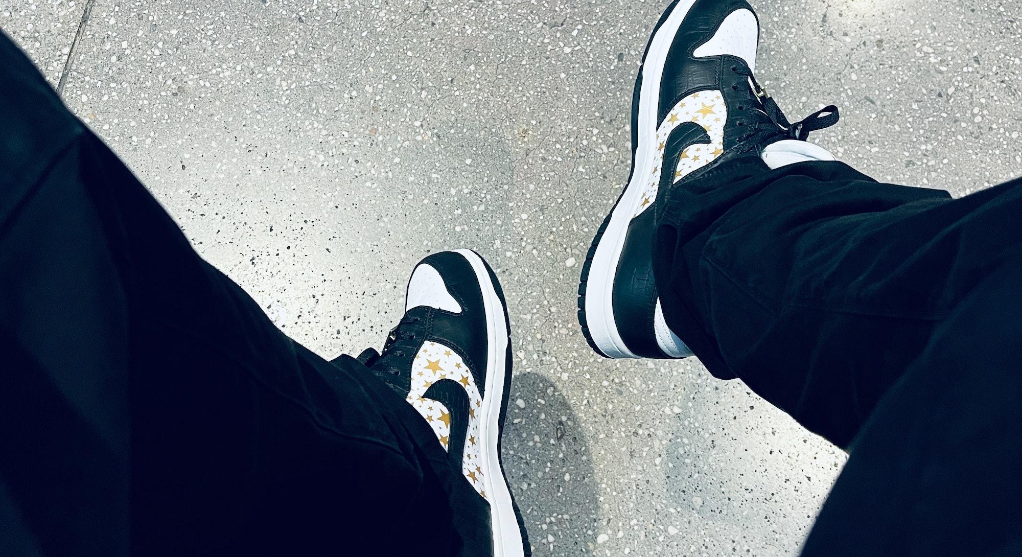 Supreme Nike SB Dunk Low stars black on feet review