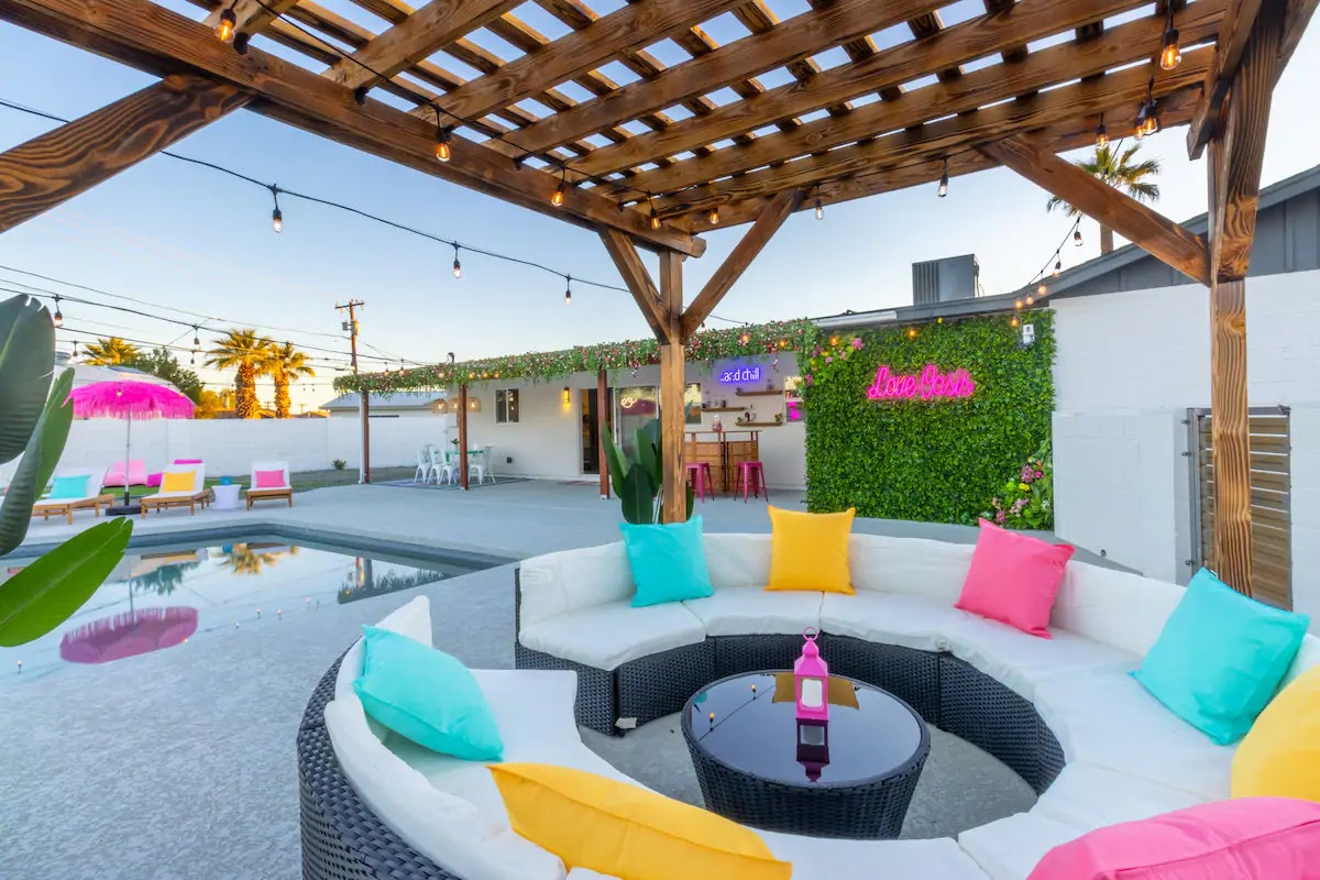 A 'Love Island'-themed Airbnb in Arizona has a pool and mural perfect for Instagram pictures.