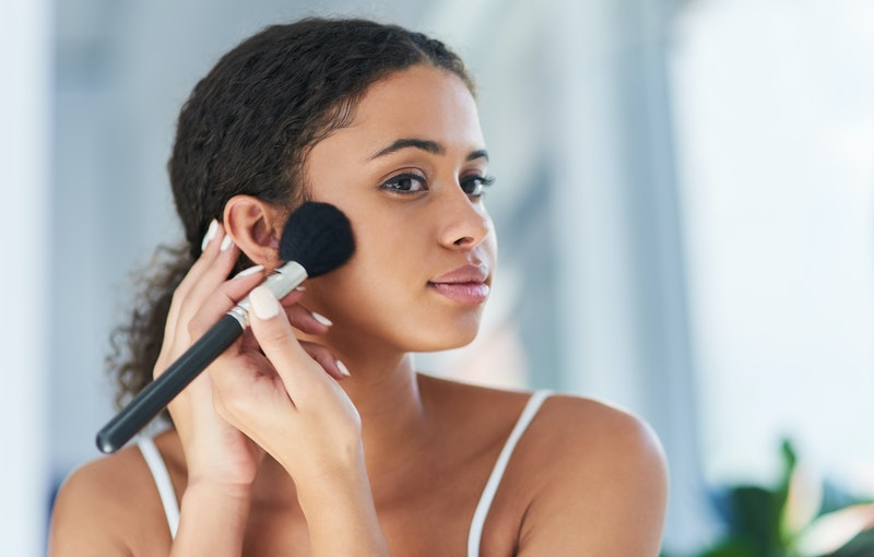 How to find the right makeup brushes for sensitive skin, according to experts.