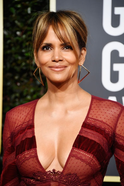 Halle Berry wearing face-framing curtain bangs at the 2019 Golden Globes.